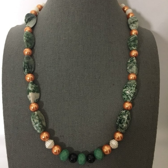 Jewelry - 3/$25 ** Beads, pearls n green stones string